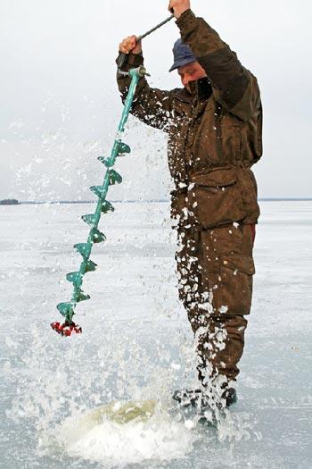 Cómo hacer un agujero en el hielo para pescar