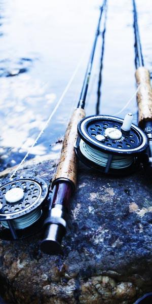 Carrete y caña pesca con mosca