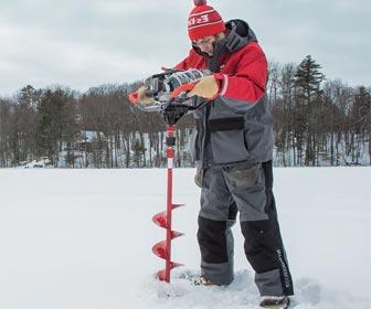 Hacer agujero en el hielo para pescar