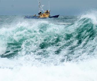 Pesca a fondo aguas con tormenta