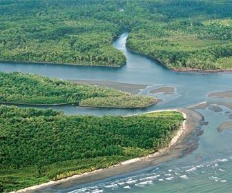 Pesca fluvial en la desembocadura de los ríos